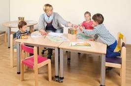 Tische mit Stahlgestell, feststehend oder fahrbar