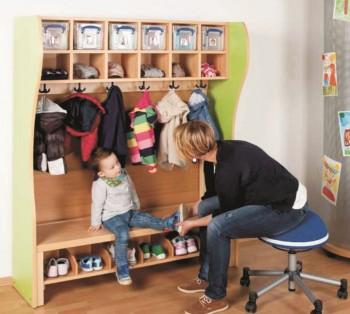 Komplett-Garderobe mit Rückwand und 2-reihiger Mützenablage mit Kunststoffboxen (Ausführung wählen)