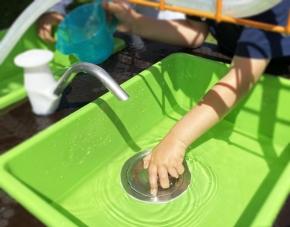 Mobiler Sand- und Wassertisch
